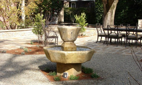 Fountain and Outdoor Dining Patio