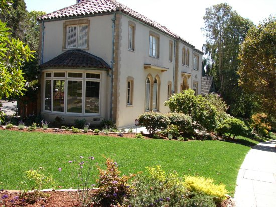 Formal Garden Design With Bay Window