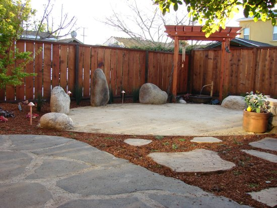 Backyard zen garden design photograph zen garden design for Small zen garden designs